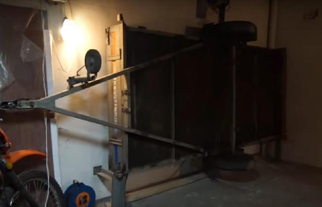 Способ крепления прицепа в гараже вертикально фото