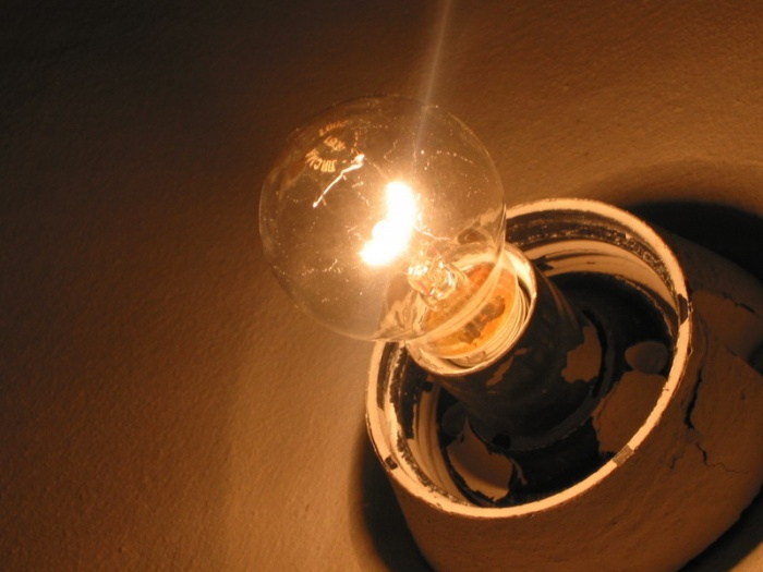 Почему моргает свет? Причины и способы их решения