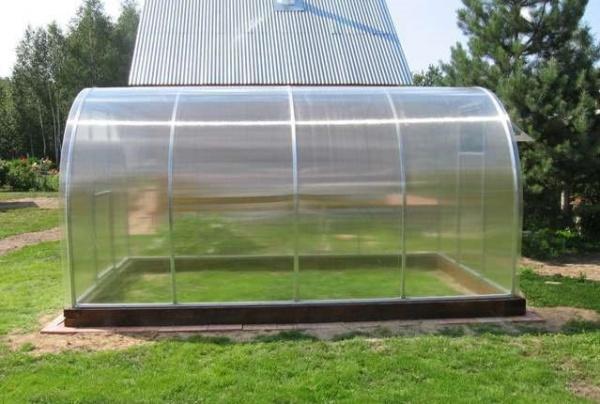 Как установить теплицу из поликарбоната на фундамент