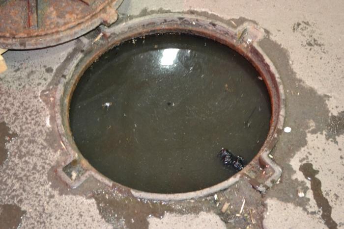 Прочистка канализационных колодцев