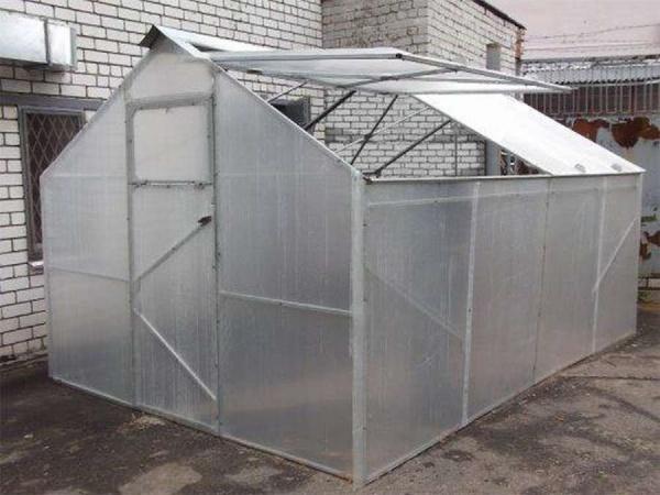 Как сделать теплицу с открывающейся крышей