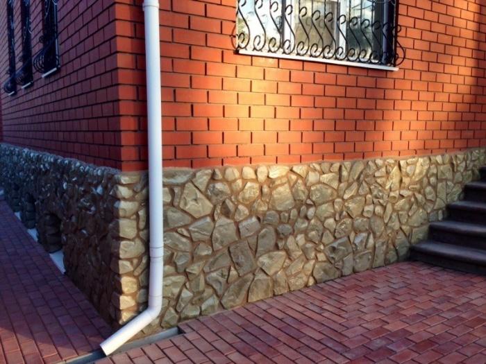 Декоративный камень во внешней отделке дома