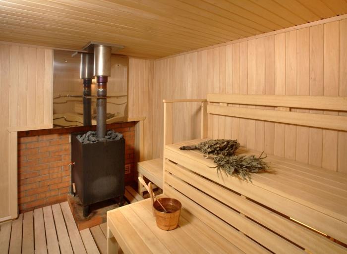 Экран между печкой и стеной в бане