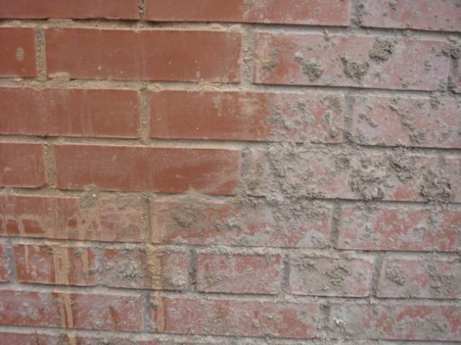 смыть цементный раствор с кирпича