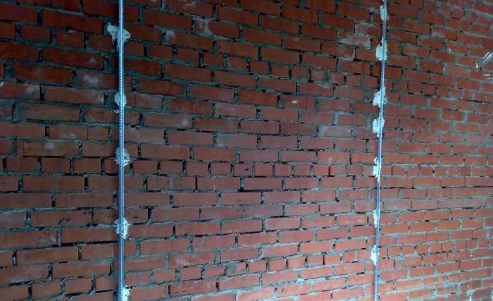 штукатурка стен по маякам цементным раствором