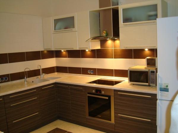 угловая кухня современный дизайн с фото