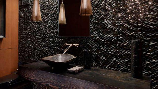 Галечная плитка: украшение ванной комнаты и польза для здоровья