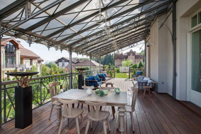 Терраса с прозрачной крышей