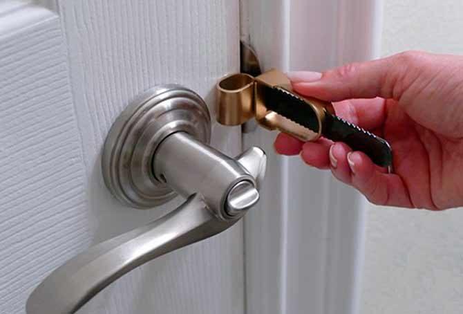 Как открыть ручку межкомнатной двери