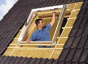 Монтаж мансардного окна в металлочерепицу