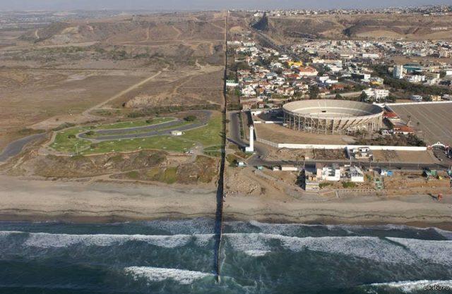 США потратит почти полтора миллиарда долларов на строительство стены