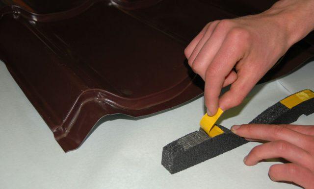Уплотнитель под конек металлочерепицы