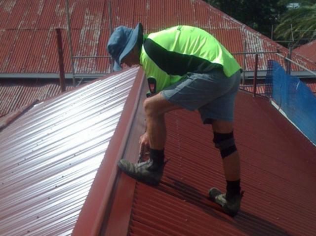 Конек на крышу из профнастила: крепление, монтаж, размеры профиля