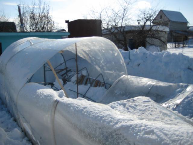Чем заделать щели в теплице из поликарбоната