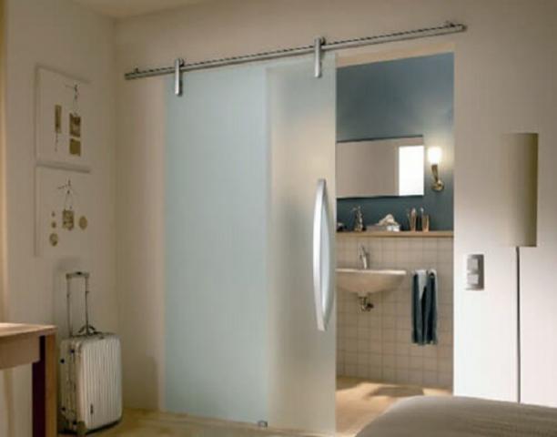 Раздвижная дверь в ванную комнату: фото и установка