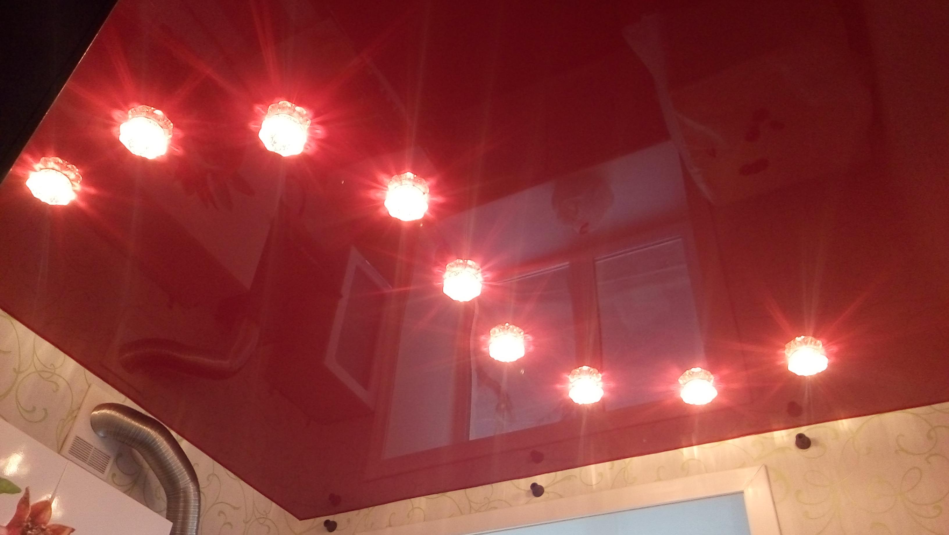 фотографии как расположить софиты на натяжном потолке фото сильном