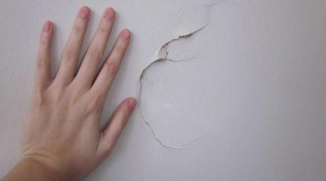 Как заделать дырку в гипсокартоне на потолке, стенах и стыках
