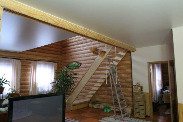 Натяжные потолки в деревянном доме: отзывы и фото