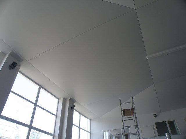 Натяжной потолок со швом: фото и отзывы