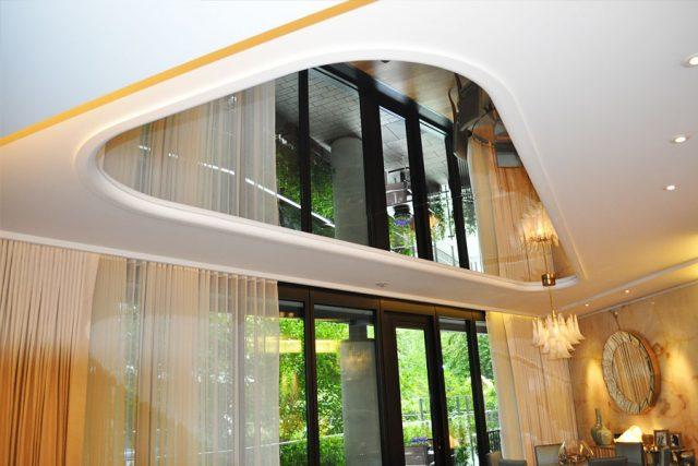 Натяжные зеркальные потолки: преимущества и недостатки