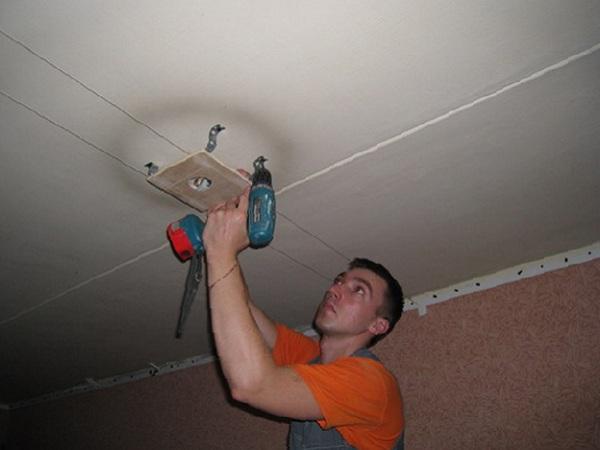 Закладная под натяжной потолок: способы монтажа, фото