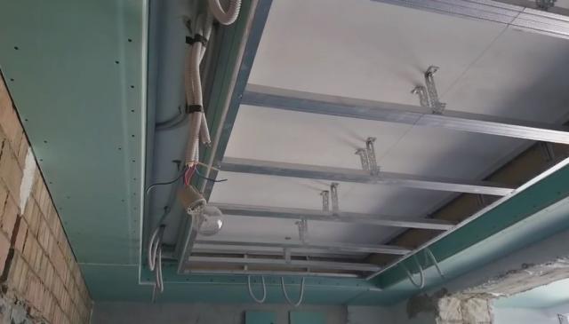 Многоуровневые потолки из гипсокартона с подсветкой: фото и монтаж