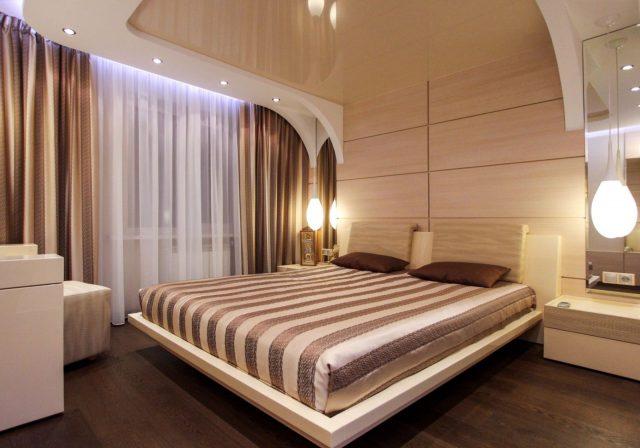 Двухуровневые натяжные потолки в спальню: с подсветкой, глянцевые и матовые, фото