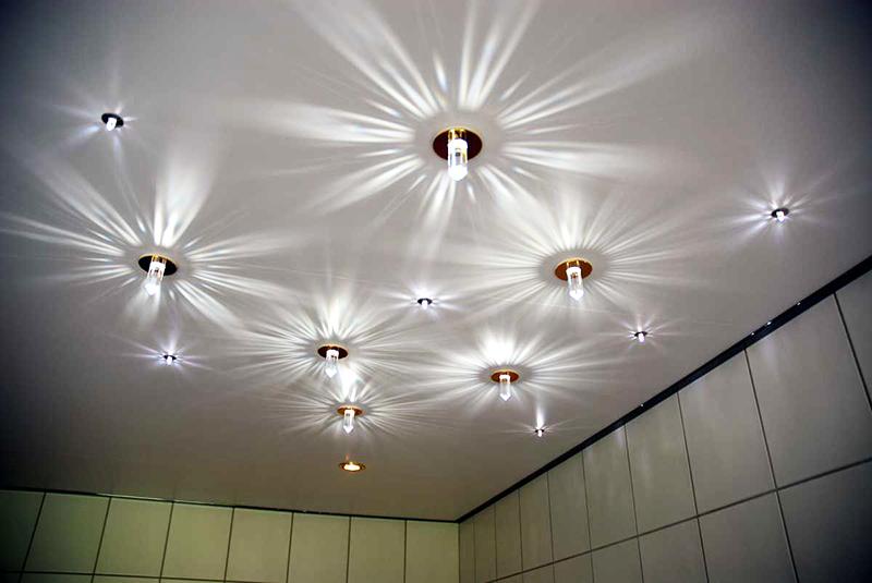 Точечные светильники для натяжных потолков: варианты расположения, установка