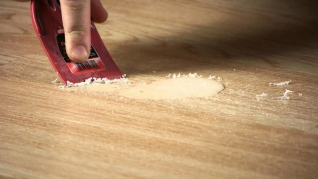Чем очистить монтажную пену с линолеума: застывшую и свежую