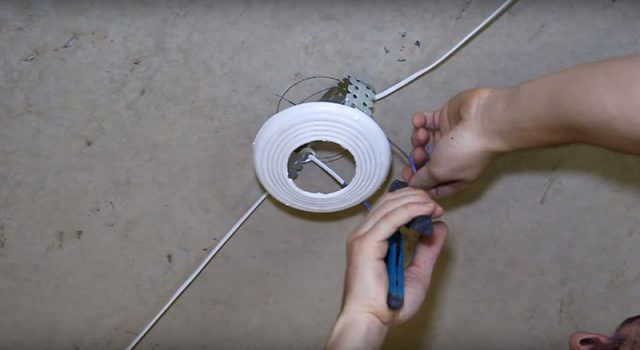 Кольца для натяжного потолка: размеры, как приклеить и чем заменить