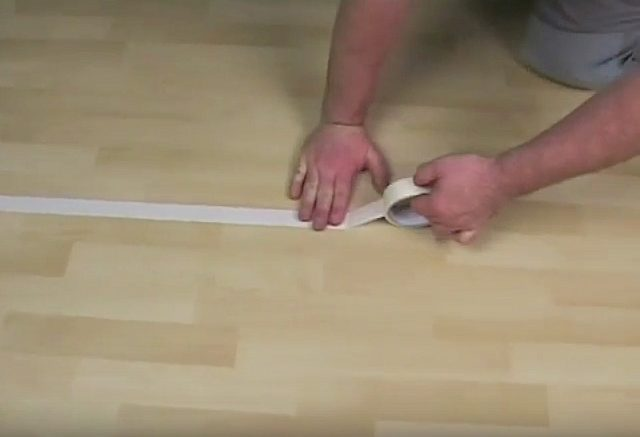 Как заделать дырку в линолеуме: с заплаткой и без, чем заклеить порез
