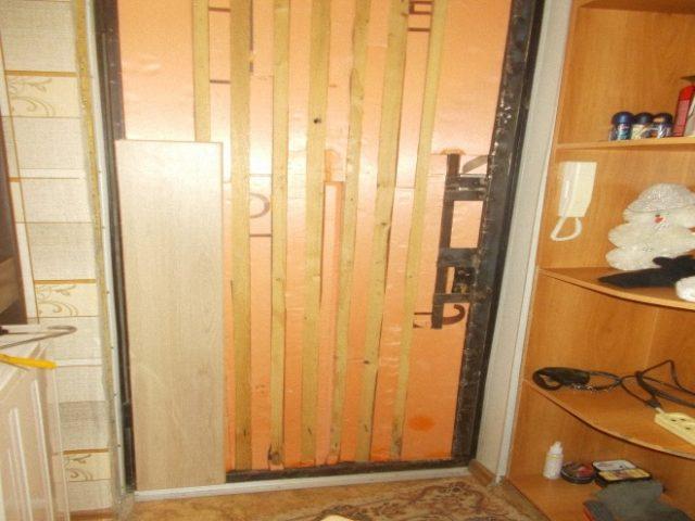 Как обшить дверь ламинатом: полная отделка, откосы своими руками и фото в интерьере