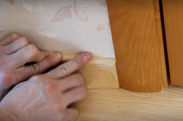 Как укладывать плинтус на линолеум: инструкция с видео и советы мастера