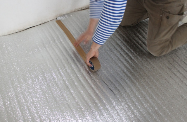Как утеплить бетонный, деревянный пол пенофолом