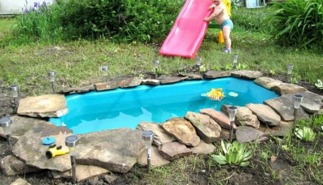 Как сделать пруд из старой ванны своими руками