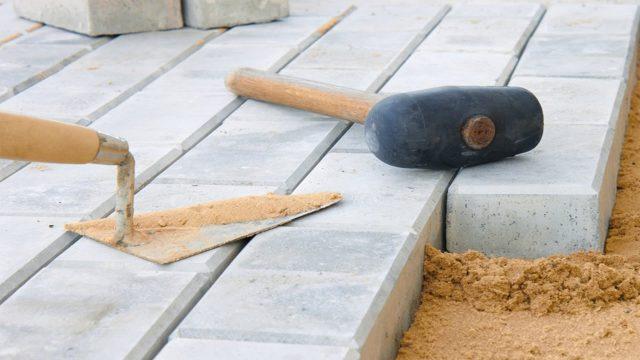 Технология укладки тротуарной плитки и брусчатки на песок своими руками