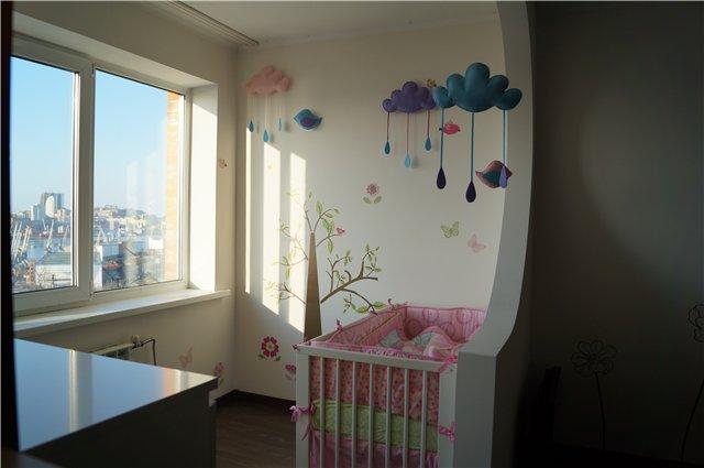 Фото детской комнаты совмещенной с балконом.