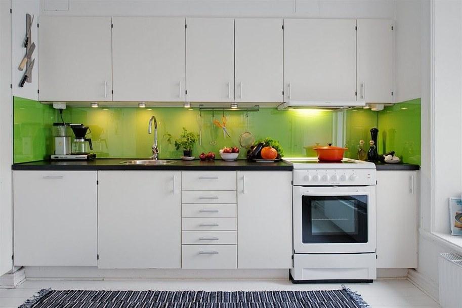 кухня белая с зеленым фото