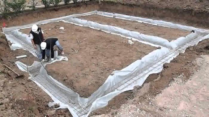 Как заливать ленточный фундамент своими руками