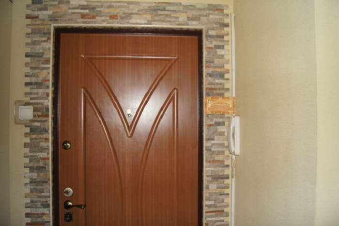 оформление входной металлической двери