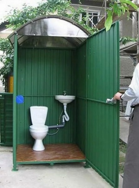Туалет на улице на даче