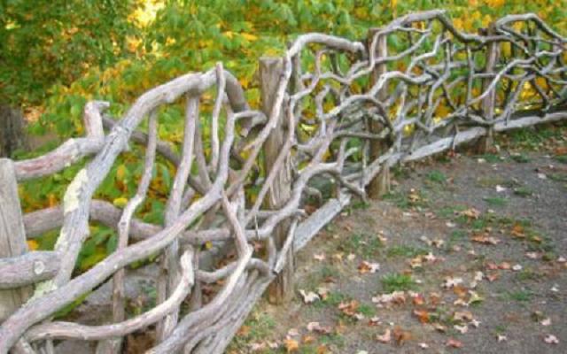 Ограда из веток своими руками 92