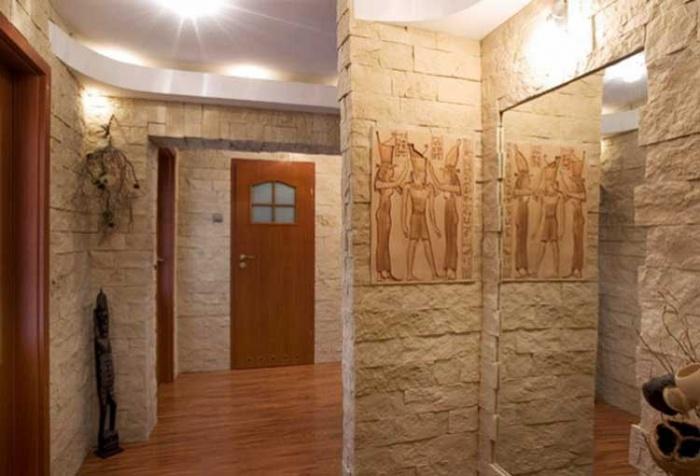 Фото отделка коридора искусственным камнем и обоями фото
