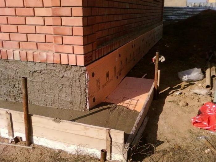 Утепление фундамента дома снаружи: материалы 5