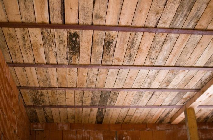 Перекрытие цокольного этажа по деревянным балкам