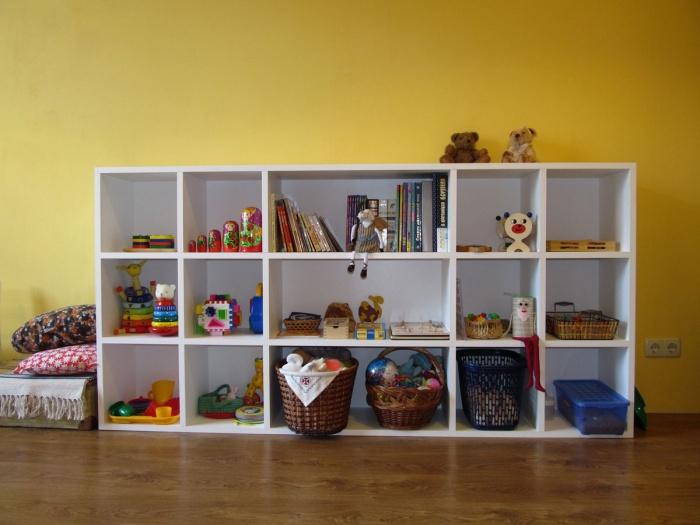 Как сделать для игрушек стеллаж