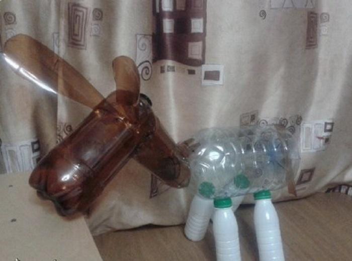 Как сделать ослика из пластиковых бутылок своими