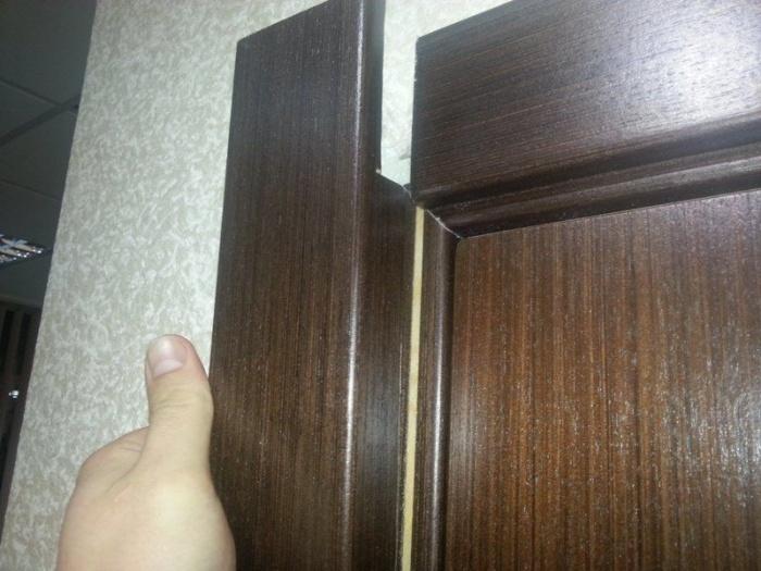 Чем крепить наличники на межкомнатные двери
