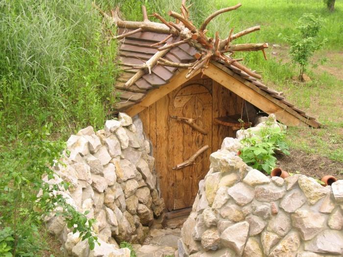 Погреб из дерева на даче фото