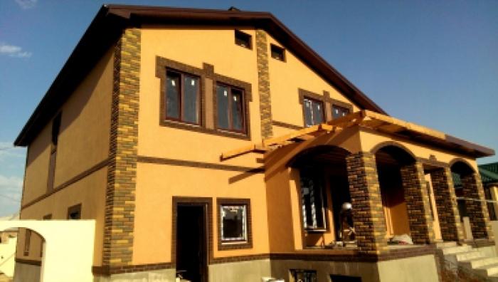 Отделка фасадов частных домов фото короедом